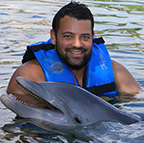 aaron-photo-with-dolphin-sm