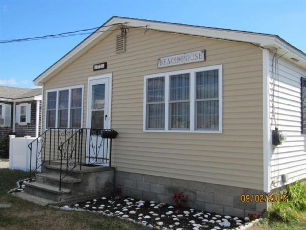 Images 10 hampton beach real estate hampton beach for Hamptons beach house for sale
